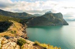 Sikt på monteringen Koba-Kaya från udde Kapchik i Black Sea crimea arkivfoto