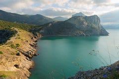 Sikt på monteringen Koba-Kaya från udde Kapchik i Black Sea crimea arkivbilder