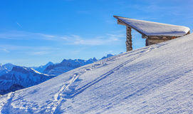 Sikt på monteringen Rigi i de schweiziska fjällängarna i vinter Royaltyfri Foto