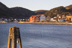 Sikt på Namsos med tre hus Royaltyfria Bilder