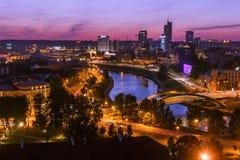Sikt på nattstaden av Vilnius Royaltyfri Bild