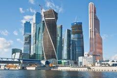 Sikt på nya Moskvastadsbyggnader Royaltyfri Fotografi