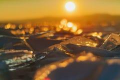 Sikt på och througis under solnedgång på Lake Baikal 40 grader glaserar mer russia ruskiga siberia än Fotografering för Bildbyråer