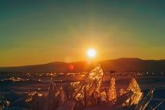 Sikt på och througis under solnedgång på Lake Baikal 40 grader glaserar mer russia ruskiga siberia än Royaltyfria Foton