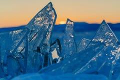 Sikt på och througis under solnedgång på Lake Baikal 40 grader glaserar mer russia ruskiga siberia än Royaltyfri Bild
