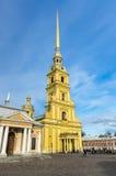 Sikt på Peter och Paul Cathedral Royaltyfri Bild