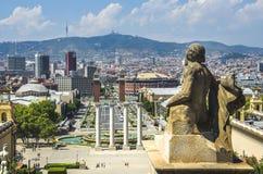 Sikt på Placa Espanya och Montjuic kulle med medborgaren Art Museum av Catalonia arkivfoton