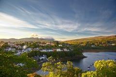 Sikt på Portree, Isle av Skye, Skottland royaltyfria foton