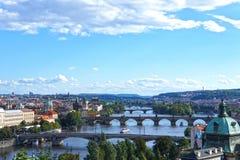 Sikt på Prague broar, Tjeckien Arkivfoto