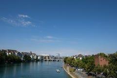 Sikt på Rhen i Basel fotografering för bildbyråer
