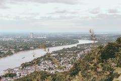 Sikt på Rhen i Bonn, Tyskland arkivfoton