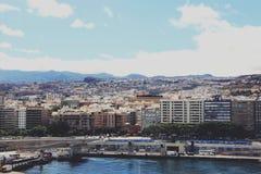 Sikt på Santa Cruz de Tenerife från kryssningskeppet - kanariefågelöar, Spanien Royaltyfri Foto