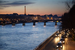 Sikt på Seinen, konster bro, Eiffel torn Royaltyfria Foton