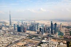 Sikt på Sheikh Zayed Road skyskrapor i Dubai Royaltyfria Foton