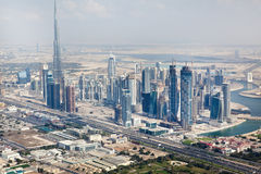 Sikt på skyskrapor för Sheikh Zayed Väg i Dubai Arkivbild