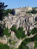 Sikt på Sorano, Italien Arkivbilder
