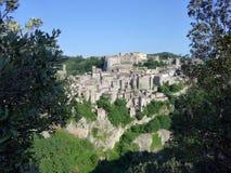 Sikt på Sorano, Italien Arkivbild