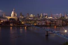 Sikt på St Paul och staden, London, UK Arkivbilder