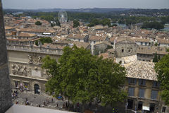 Sikt på staden av Avignon royaltyfri bild
