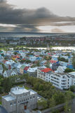 Sikt på staden Reykjavik. Arkivbild