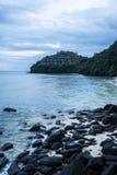 Sikt på stranden i söder av Thailand på udden Royaltyfria Foton
