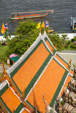 Sikt på templen av Wat Arun och Chao Phraya River, Bangkok Royaltyfria Foton
