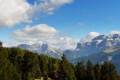 Sikt på Tofana Di Rozes och Gruppo Sella, Italien Royaltyfri Fotografi