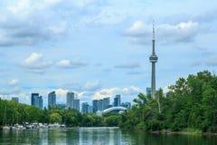 Sikt på Toronto som är i stadens centrum från ön Royaltyfria Foton