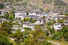 Sikt på traditionellt hus i Gjirokaster, Albanien Royaltyfria Foton