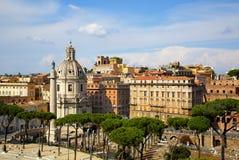 Sikt på Trajans kolonn, Rome royaltyfria bilder