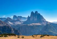 Sikt på tre maxima, Dolomites royaltyfria bilder