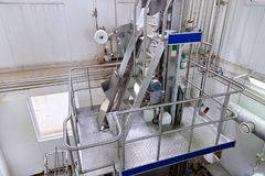 Sikt på utrustningen på mjölkafabriken Royaltyfri Bild