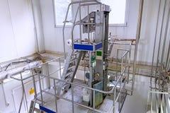 Sikt på utrustningen på mjölkafabriken Arkivbilder