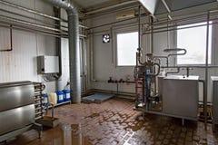 Sikt på utrustningen på mjölkafabriken Royaltyfri Fotografi
