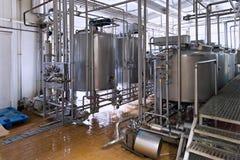 Sikt på utrustningen på mjölkafabriken Arkivbild