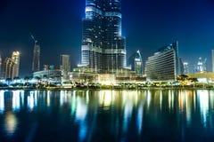Sikt på Burj Khalifa, Dubai, UAE, på natten Royaltyfri Bild