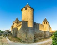 Sikt på chateauen Comtal i gammal stad av Carcassonne - Frankrike Royaltyfria Bilder