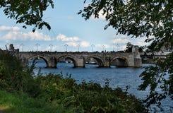 Sikt på den medeltida bron för St Servaas av Maastricht Arkivfoto
