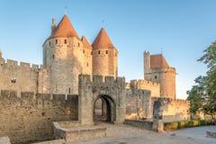 Sikt på den Narbonnaise porten till den gamla staden av Carcassonne - Frankrike Royaltyfri Foto