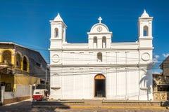 Sikt p? kyrkan av San Jose Obrero i Copan Ruinas - Honduras arkivbilder