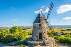 Sikt på Moulinen Cugarel i Castelnaudary - Frankrike Royaltyfri Bild