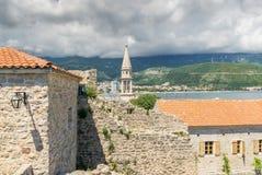 Sikt som ser över den gamla staden i Budva, Montenegro Arkivfoton