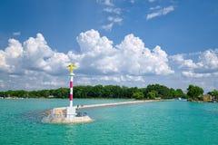 Sikt som ska hänryckas till den Siofok hamnen på Balaton sjön, Ungern Royaltyfri Bild