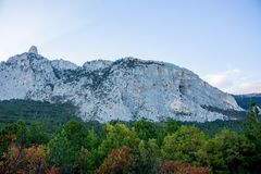 Sikt till överkanten av detPetri berget, Krim royaltyfri fotografi