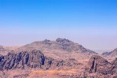 Sikt till Aaron Tomb nära Petra, Jordanien Arkivfoton
