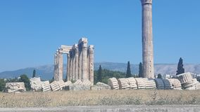 Sikt till akropolen i athena i Grekland arkivfoton