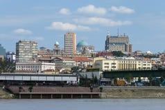 Sikt till Belgrade över Sava River royaltyfria foton