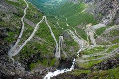 Sikt till bergvägen Trollstigen, Norge Fotografering för Bildbyråer
