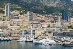 Sikt till byggnaderna och marina av Monte - carlo i Monaco, Monaco Arkivfoto