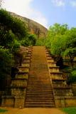 Sikt till citadellen av Yapahuwa, gammal huvudstad av Sri Lanka Fotografering för Bildbyråer
